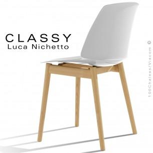 Chaise design CLASSY, piétement bois de Frêne vernis châtaigne, assise coque plastique couleur blanc.