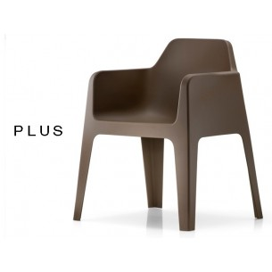 PLUS fauteuil design plastique de couleur marron.