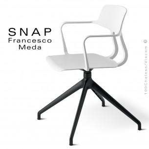Chaise de bureau design SNAP, piétement aluminium noir, assise pivotante coque plastique avec accoudoirs couleur blanc.