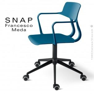Fauteuil de bureau SNAP, piétement aluminum noir + roulettes, assise hauteur réglable, pivotante coque bleu Capri.