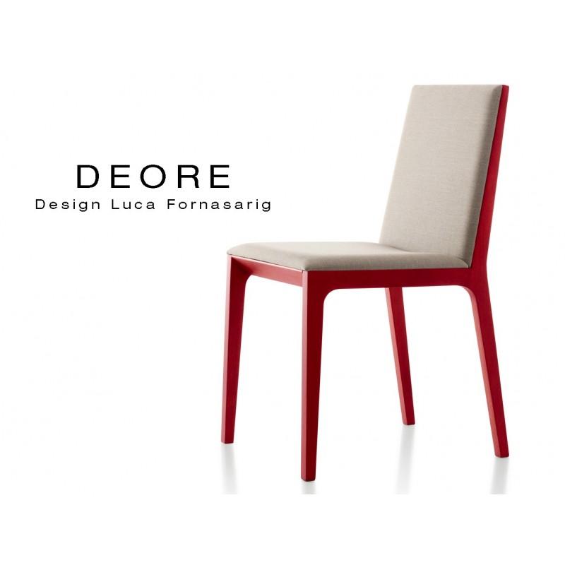 DEORE chaise design bois finition peinture rouge, assise capitonnée crème.