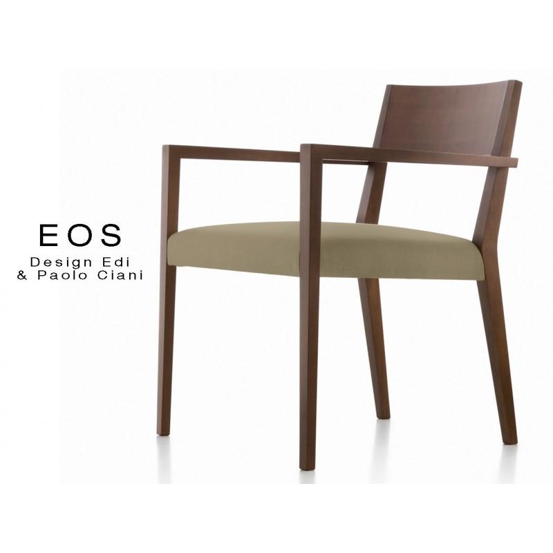 EOS fauteuil design en bois finition vernis acajou, assise capitonnée chanvre.