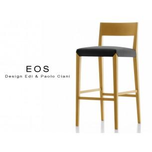 Tabouret EOS design en bois, vernis hêtre naturel, assise capitonnée noire.