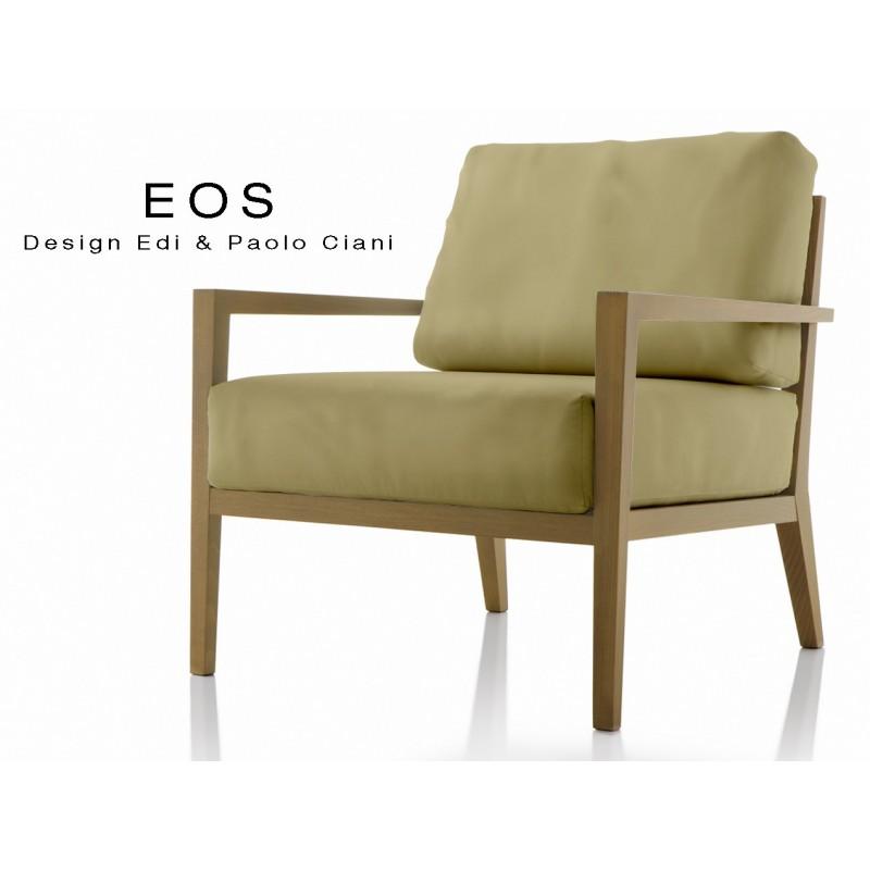 Fauteuil lounge EOS design en bois, vernis noyer moyen, assise capitonnée chanvre.