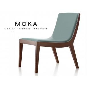 Fauteuil lounge design MOKA en bois finition acajou, assise capitonnée cuir couleur gris perle.