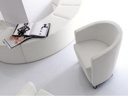 Fauteuils, chaises, tabourets: des meubles haut de gamme au design exigeant