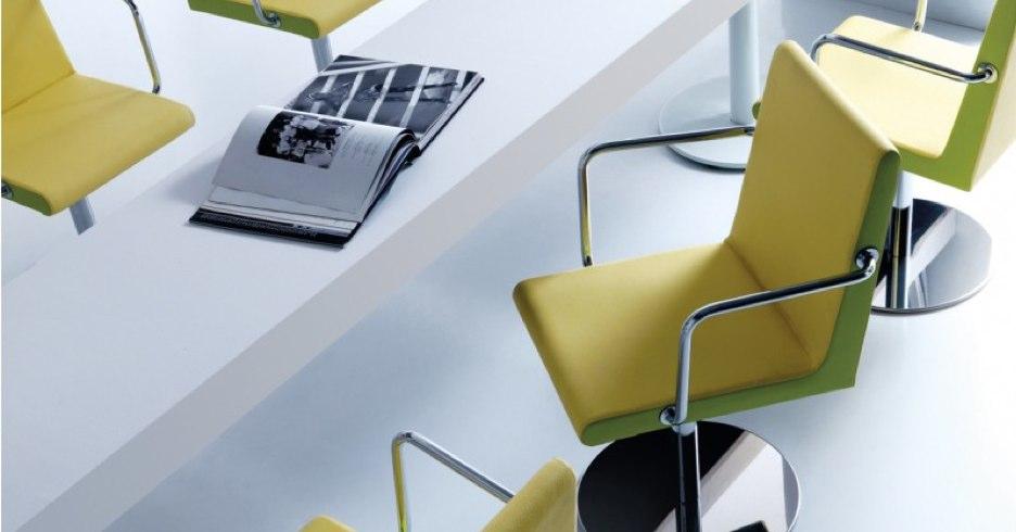 Du mobilier design en cuir synthétique pour un usage professionnel