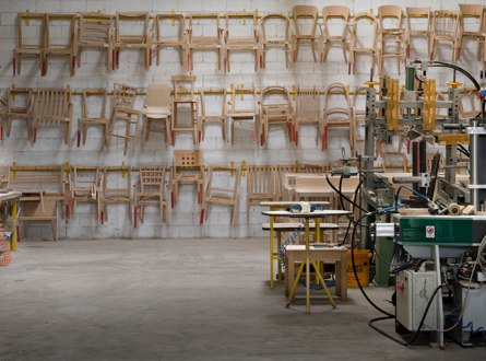 Un espace de travail personnalisé grâce à un mobilier de bureau sur mesure(bureaux, salles de réunion, d'attente…)