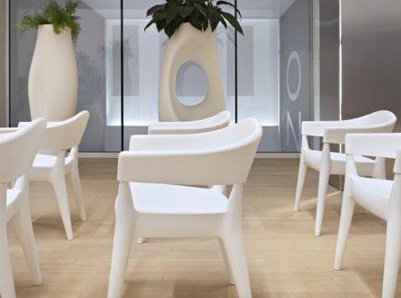 Personnalisation et réalisation de mobilier professionnel sur mesure (bureaux, salles de réunion, d'attente…)